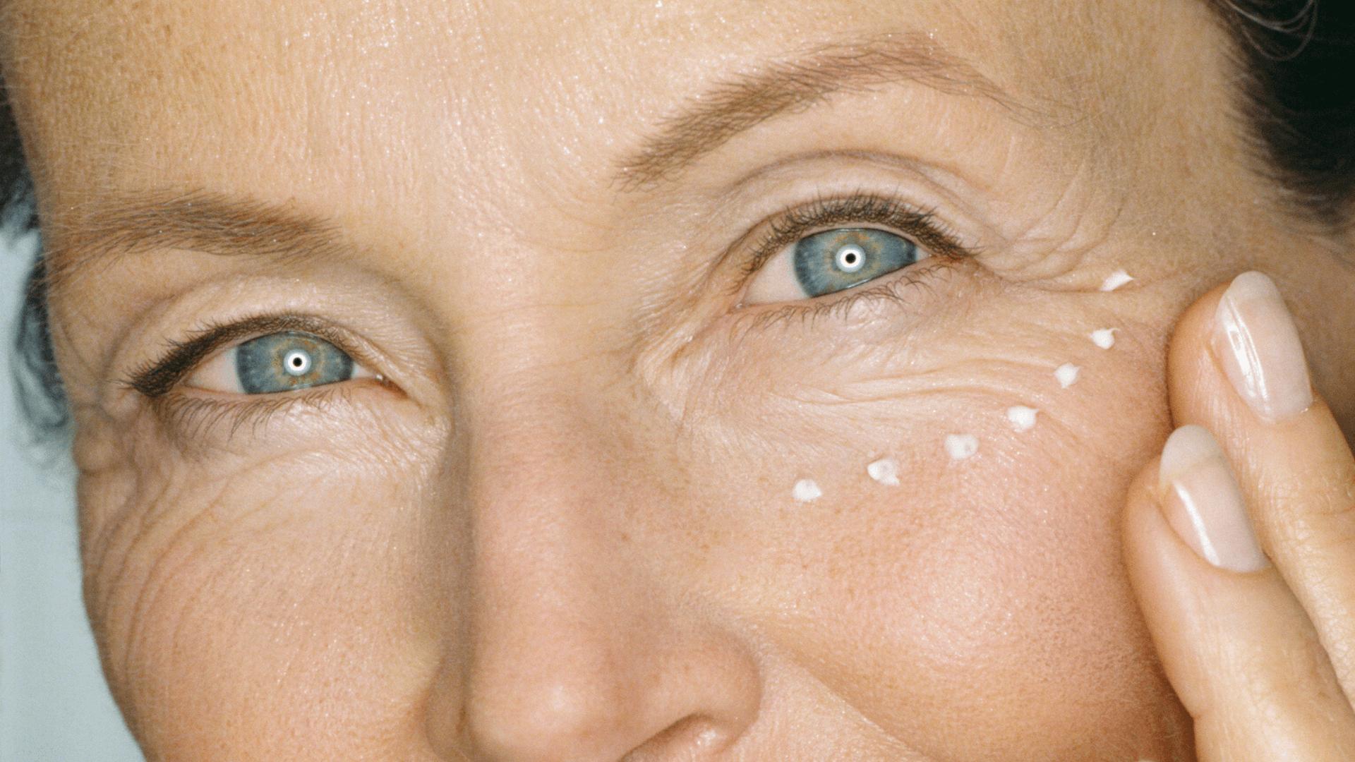 از چه سنی باید از کرم دور چشم استفاده کنیم؟