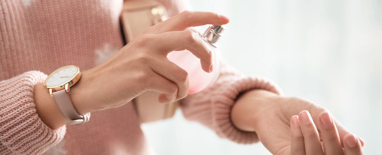طرز استفاده درست از عطر _ خرید بهترین برند های عطر از فروشگاه عطرونک